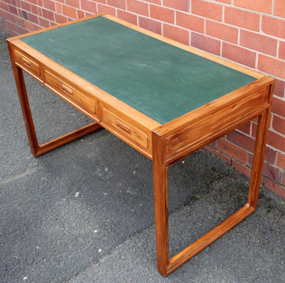 Dating antique school desk 1